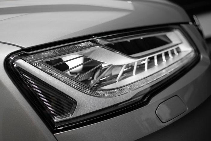 Audi presenta su Matrix LED y la luz de carretera láser