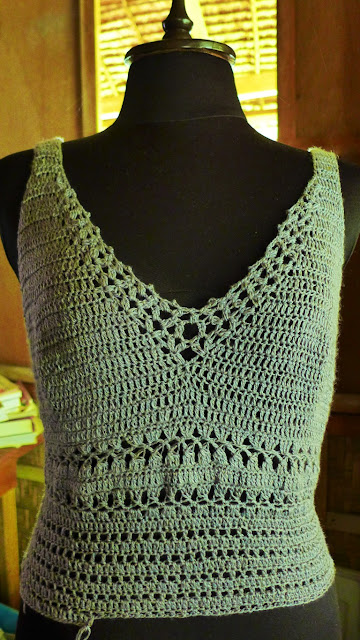 A camisole crochet in silk and cashmere blend yarn.