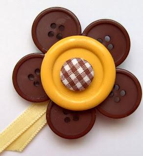 http://conideade.com/blog/broche-hecho-de-botones/1036