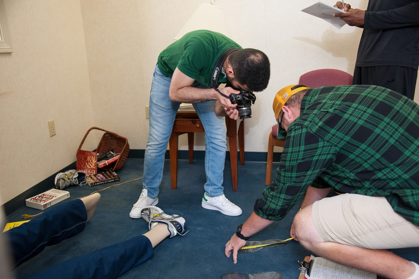 selecting an assitant crime scene investigator Scenes of crime officer scenes of crime officers (socos) find, record and recover evidence from crime scenes recording the scene using photography and video.