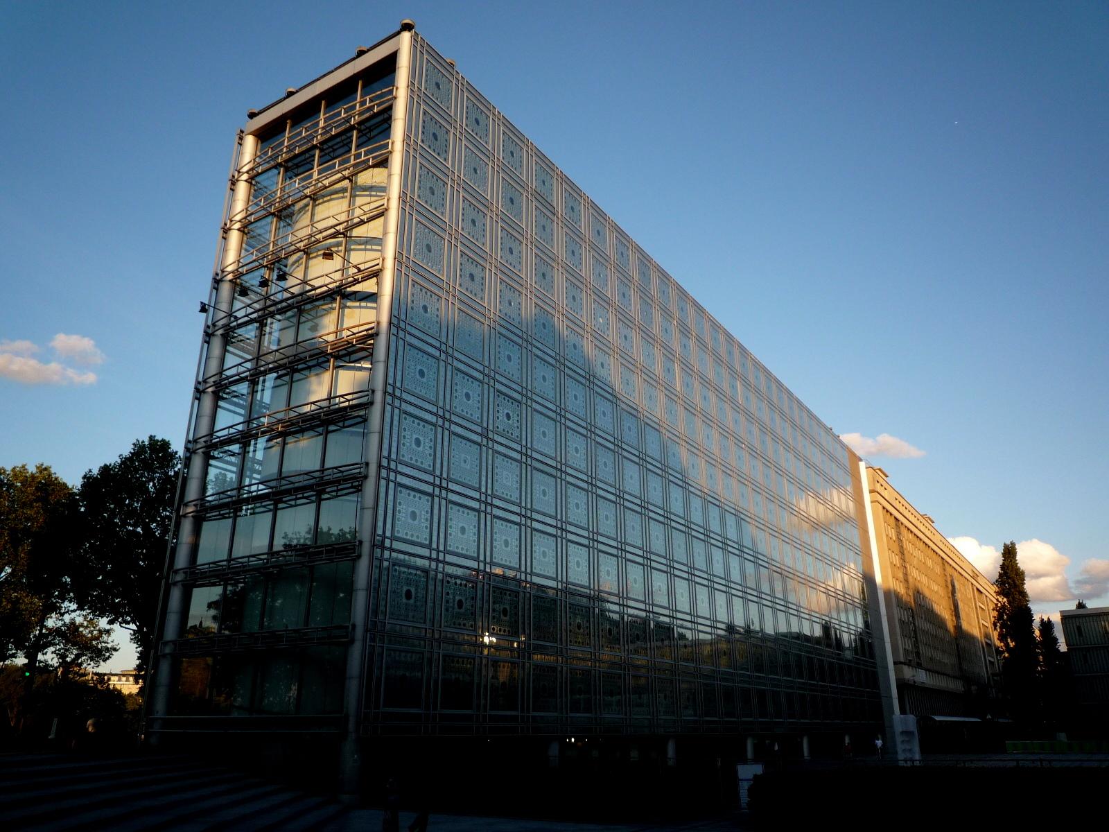 Arab institute paris urban architecture now for Architecture arabe