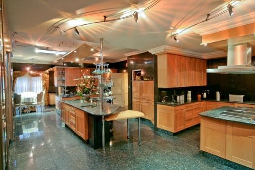Exotic mansion in houghton estate johannesburg south for Luxury kitchen johannesburg