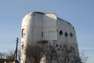 дом в виде слона середина строительства