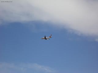 Avião cruza o céu de Juazeiro do Norte