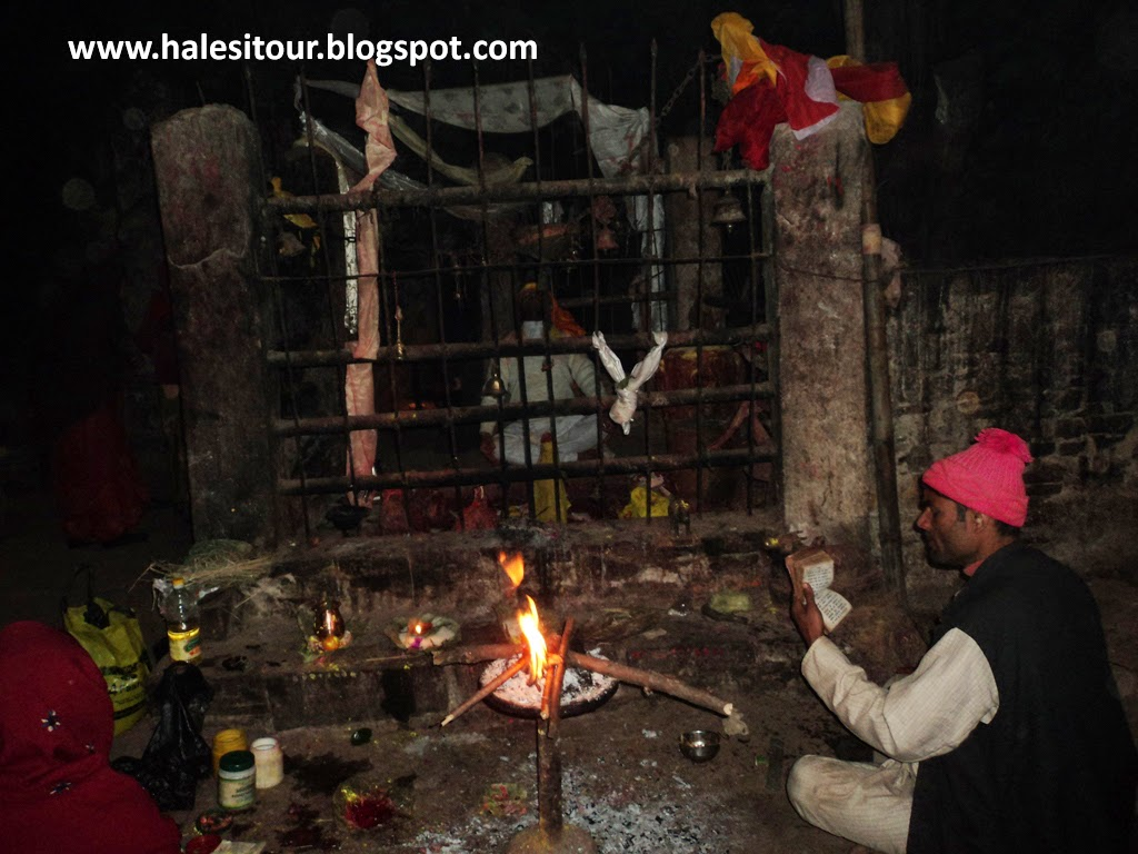 Worshiping in Halesi Mahadevthan
