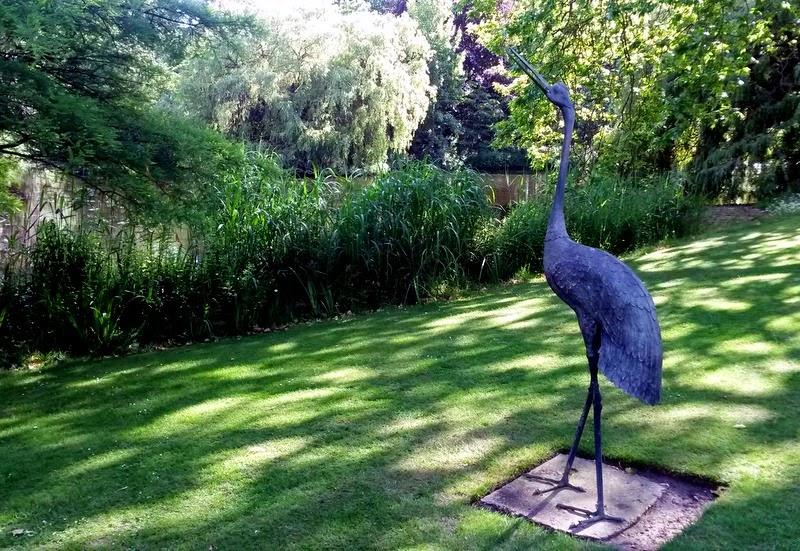 Heron statue - Buckingham Palace
