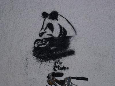 Panda Bär und Topf, München