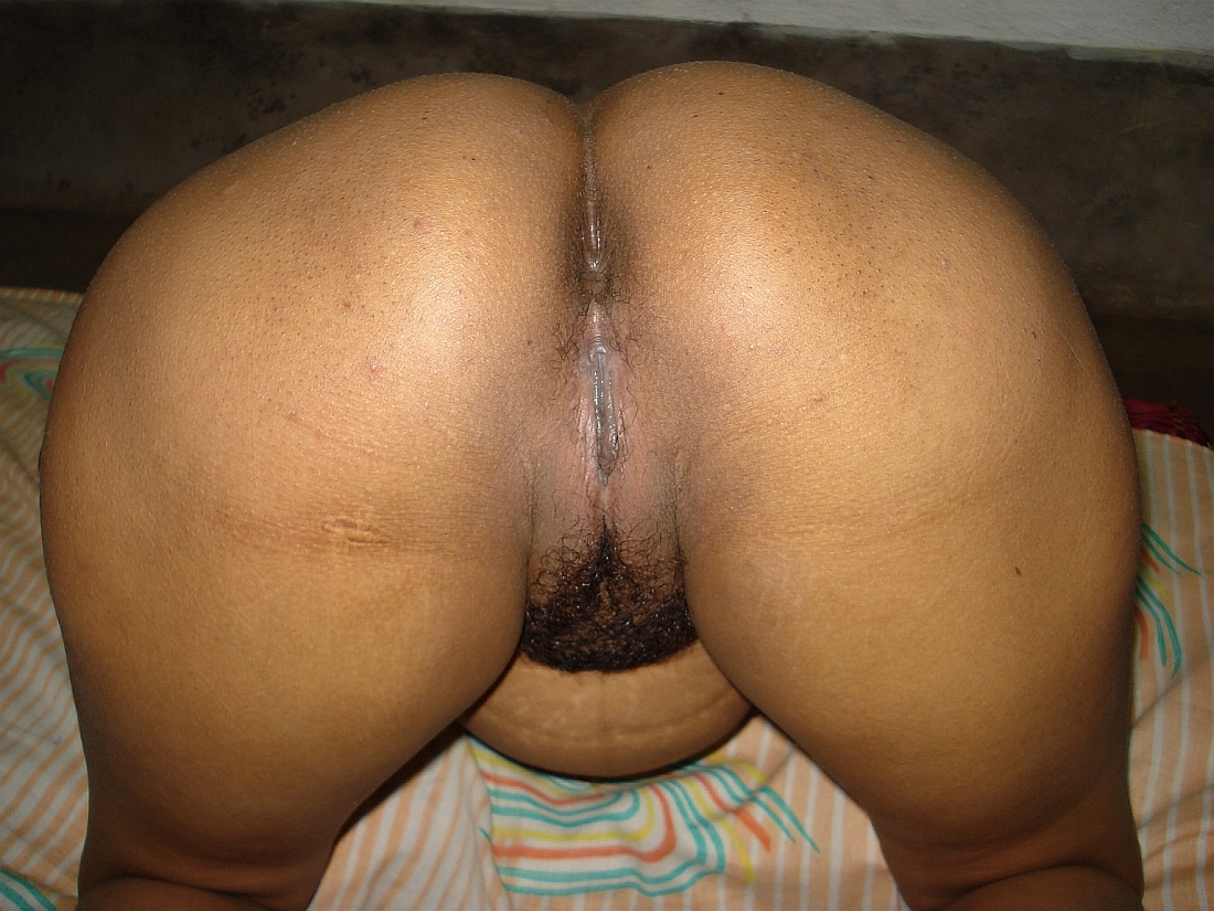 Indian aunty shows ass tits boobs