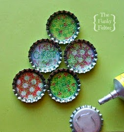 mod podge bottle cap Christmas tree craft tutorial by the funky felter