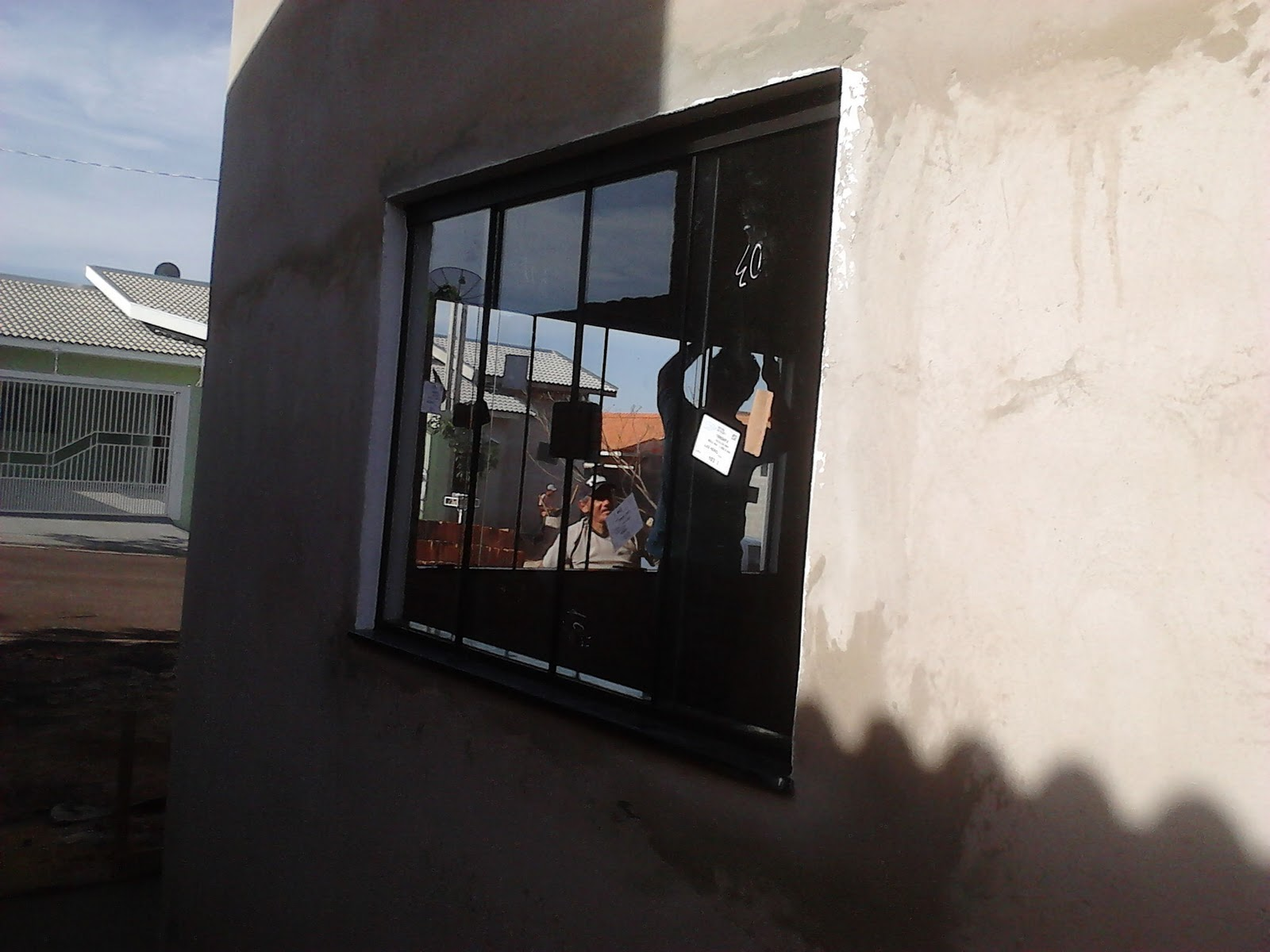 #4C637F FRANCO VIDROS TEMPERADOS: Obra em Ourinhos  38 Janelas De Vidro Cor Bronze