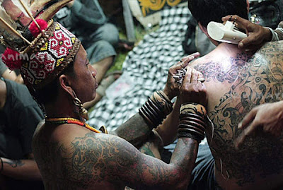 Menggambar tato