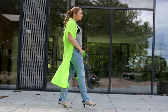 Calvin Klein, heels, schuhe, schlangenoptik, snakeprint, designer shoes, kimono, neon, fluo, festival blogger, fashionblogger, hamburg, riped jeans, mom jeans, bofriend jeans, grey trend, 2014, braid, löwen kette, lion, long coat,