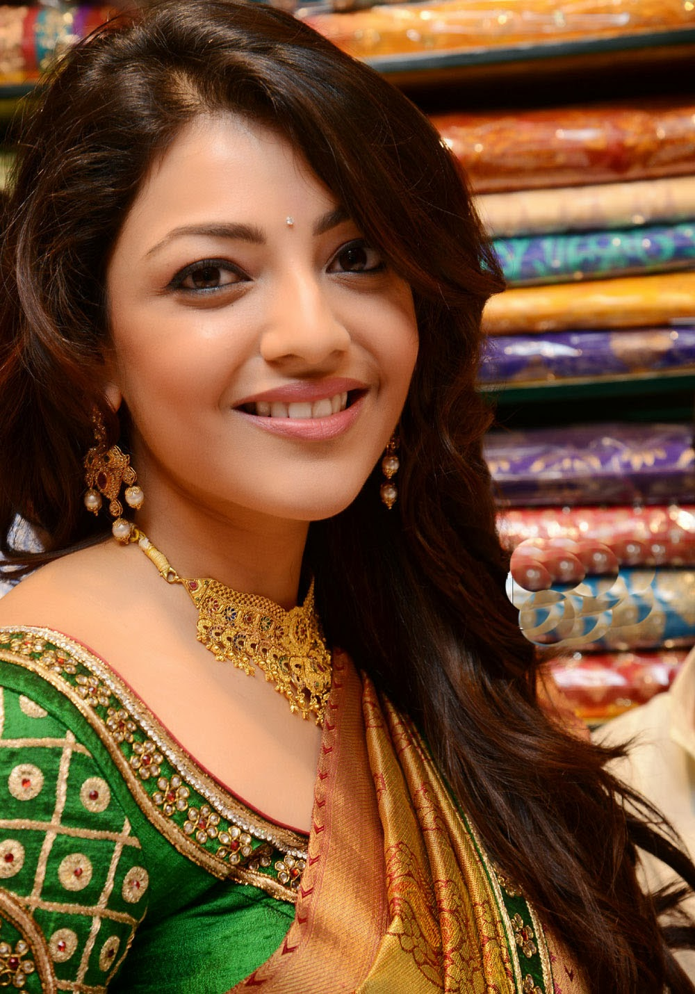 Kajal Agarwal beautiful face, Kajal Agarwal in desi avatar