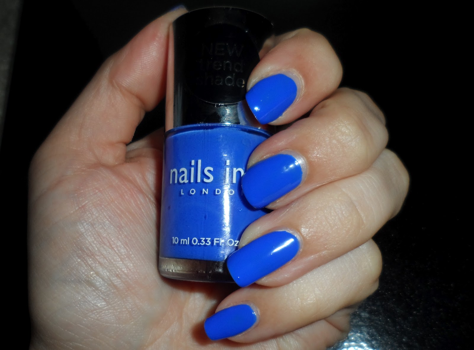 NOTD - Nails Inc Baker Street bright neon blue | flutter and sparkle