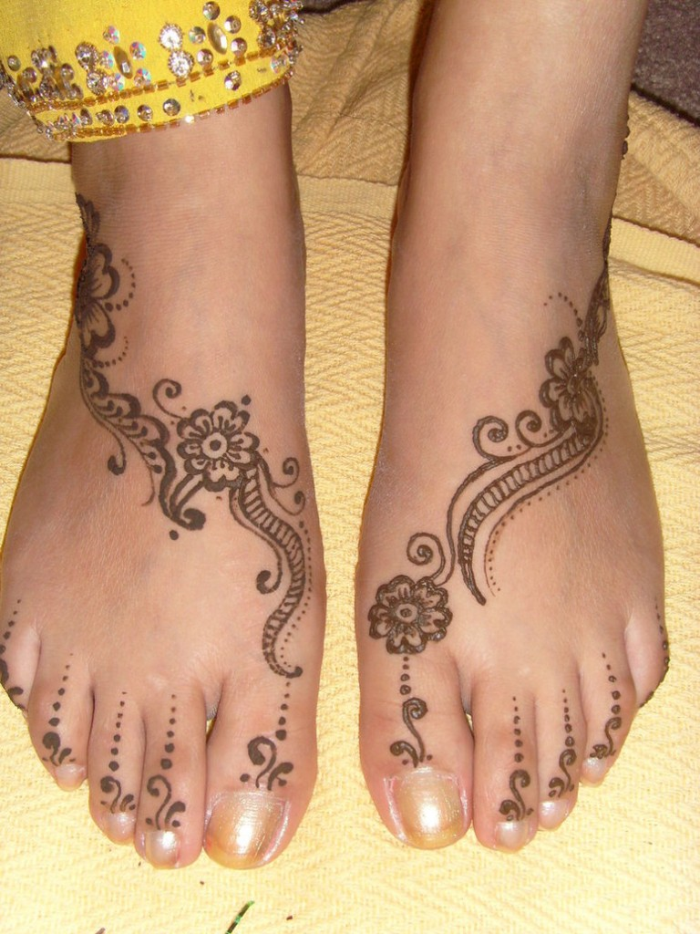 WomenFashion Foot Henna Designs