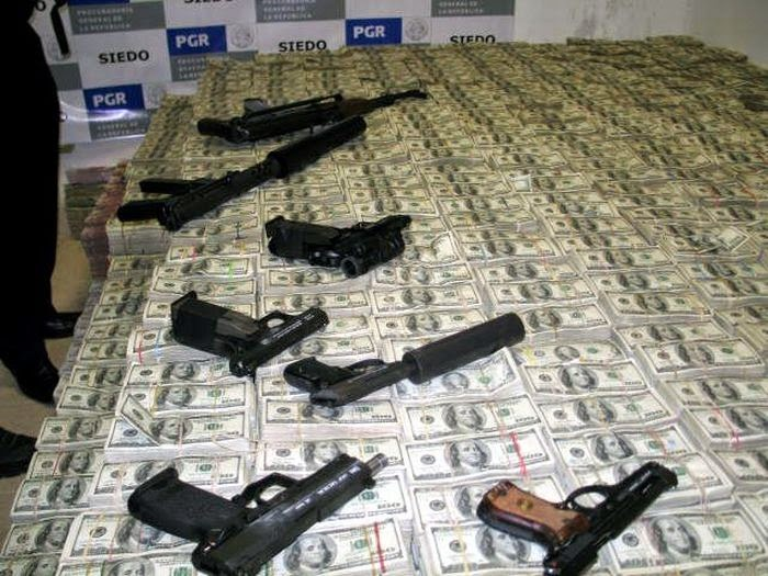 Redada En Casa De Un Narco Y Que Encontraron Dineromucho