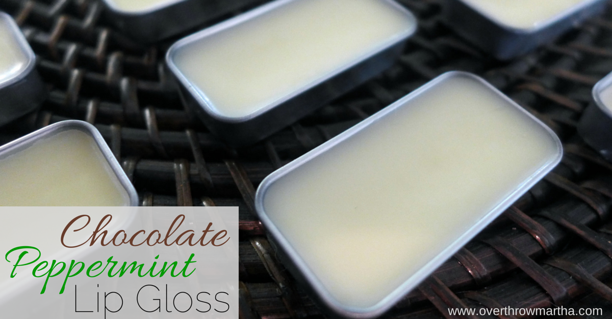 Easy homemade chocolate peppermint lip gloss for #christmas #diy #gifts.