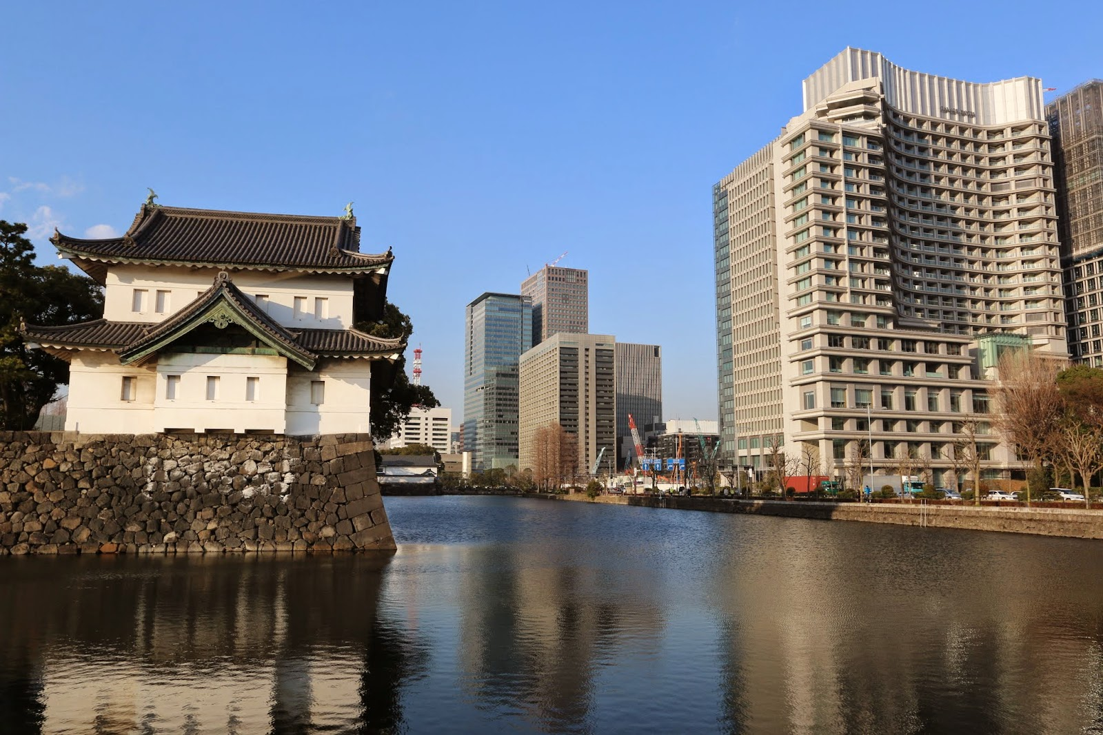 We took the Tokyo bus tour around Marunouchi Course which was very fascinating to see the blend city view of skyscrapers with Imperial Palace and historical train station