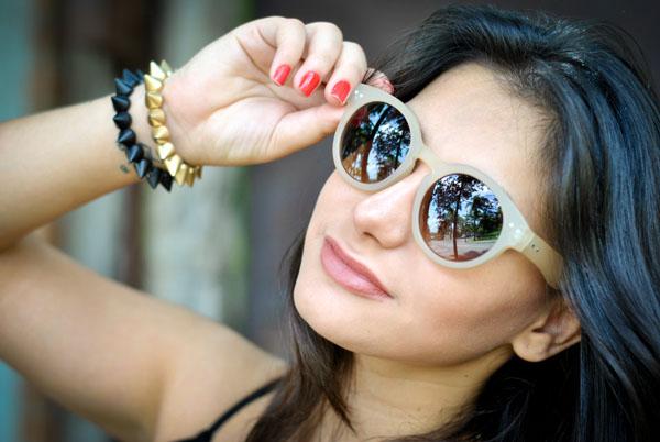 Look Bárbara Urias: óculos de sol nude redondo Asos - pulseira spikes