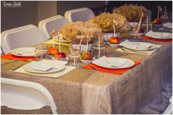 C mo decorar la mesa para una fiesta fiestas y todo eventos for Como decorar una mesa