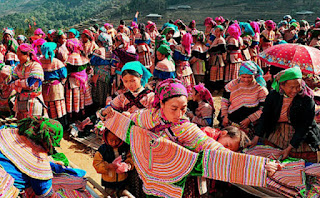 Ethnic minorities in Sapa fair