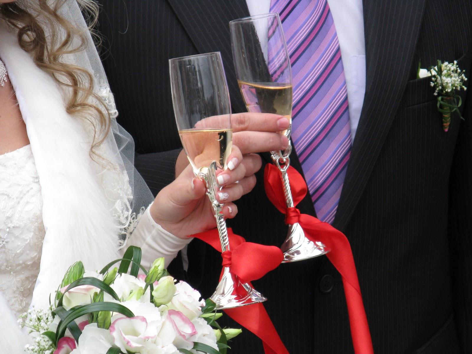 Cómo dar un brindis de boda