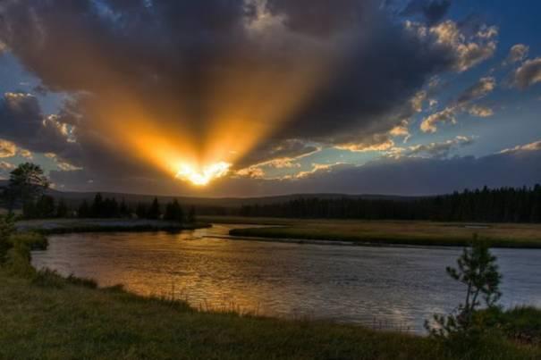 صور رائعه لجمال السماء وصفاء الماء image053-781254.jpg