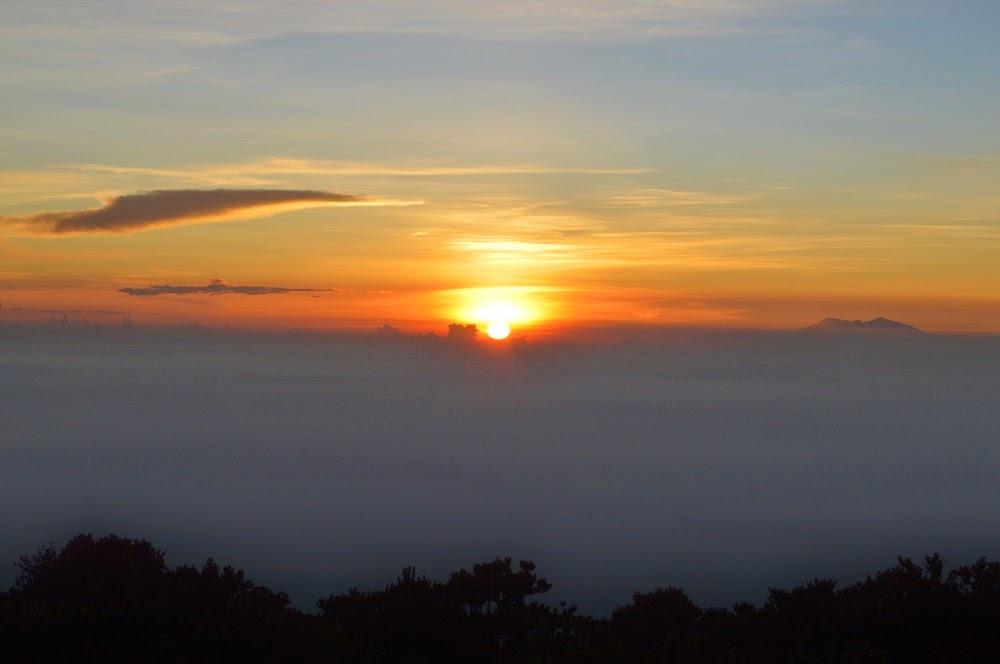 """Sunrise Mount Lawu"""