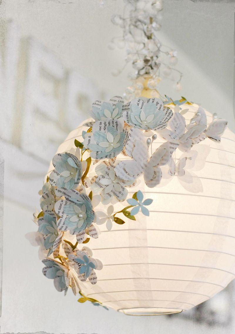 Monte as flores e as borboletas intercalando os tipos diferentes e cores  contrastantes de papel. 3231ce4b1c1