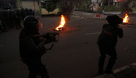 Demo Tolak BBM Naik, Kampus Diserbu Warga Makassar