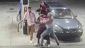 VIDEO DON'T BE A VICTIM FIGHT BACK; SPRING BREAKERS TURN THE TABLES ON ARMED THUGS