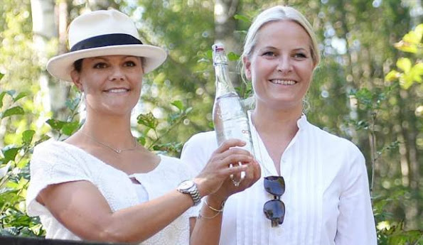 Crown Princess Victoria and Crown Princess Mette-Marit arrive to Søndre Enningdalen church