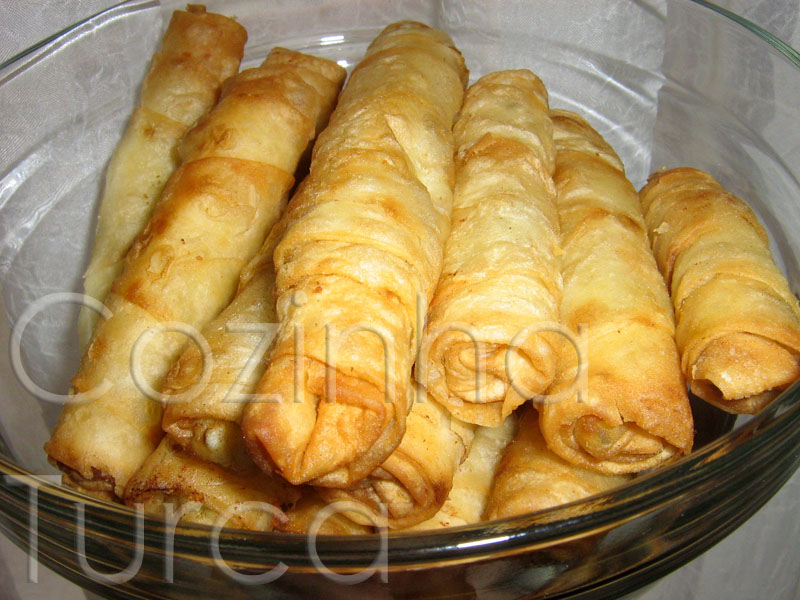 Rolos de Massa Filo com Feta (Sigara Böreği)