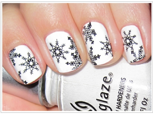 Seekers of Style: Winter Holiday Nail Art