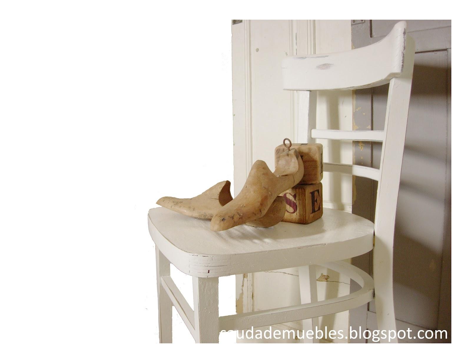 Saudade con las sillas de un bar for Sillas bonitas