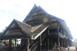 rumah Souraja rumah saoraja rumah raja rumah adat sulawesi tengah sulteng 300x200 Gambar Rumah Adat Indonesia