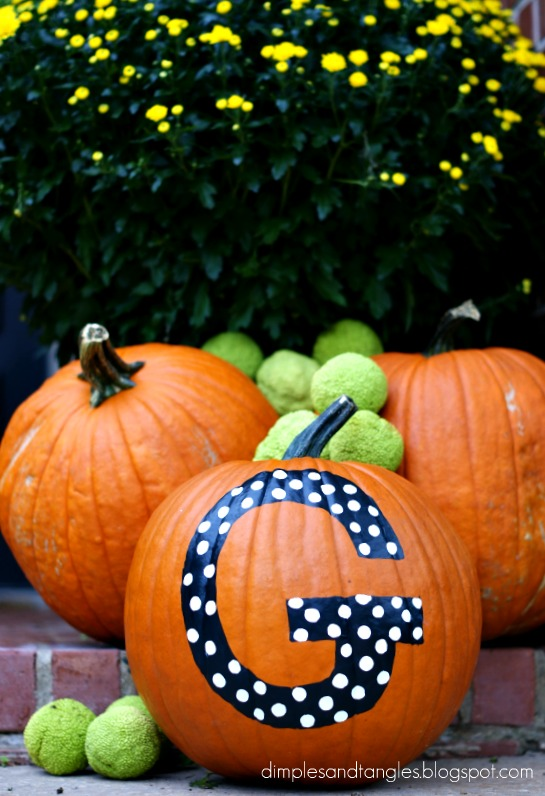Outdoor fall decorating ideas dimples and tangles for Fall pumpkin decorating ideas