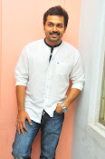 Karthi at Oopiri Pressmeet-thumbnail-17