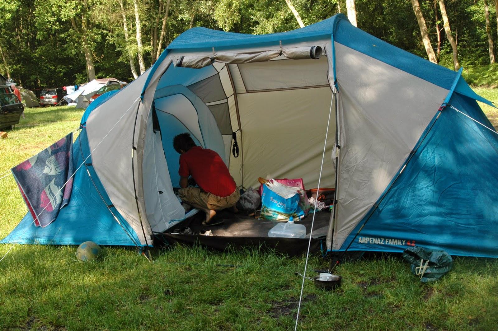 Ces doux moments retrouver le bonheur de camper en famille for Tente deux chambres