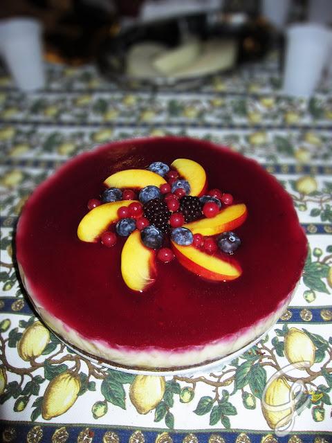 """""""Cheesecake senza cheese"""" nocepesca, pompelmo rosa e frutti di bosco"""