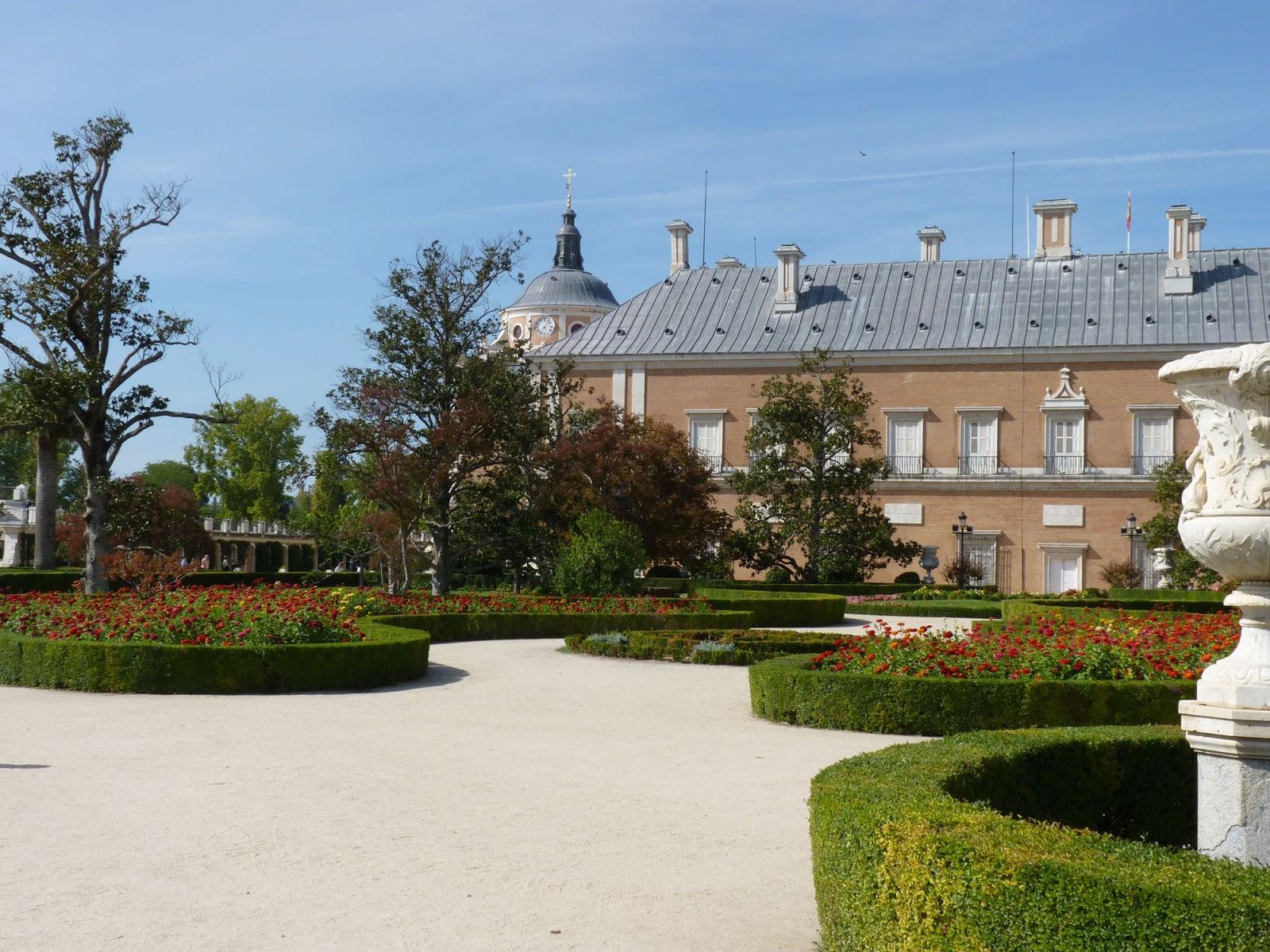 Unos amigos de paradores una tarde en aranjuez for Aranjuez palacio real y jardines