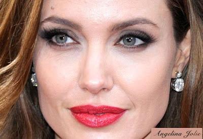 Angelina Jolie destaca define o olhar e capricha na boca vermelha!