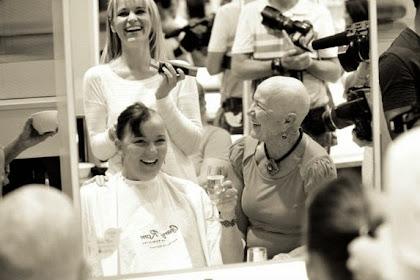 Dukung Kemoterapi, 11 Wanita Cukur Habis Rambutnya