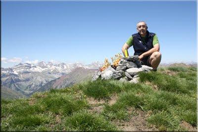 Pic d'Aneou mendiaren gailurra 2.364 m. -- 2011ko maiatzaren 28an