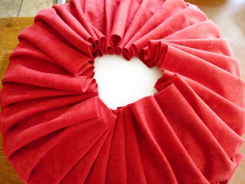 Four Square Walls Tutorial How To Make A Round Pintuck Pillow Amazing How To Stitch Pillow Cover In Hindi