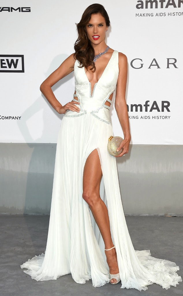 Alessandra Ambrosio looks very graceful and charming once when using color dress shirt or white shirt or dress, this is the result of world famous designer's work, this article from the blog http://victoriasecretcom.blogspot.com/.