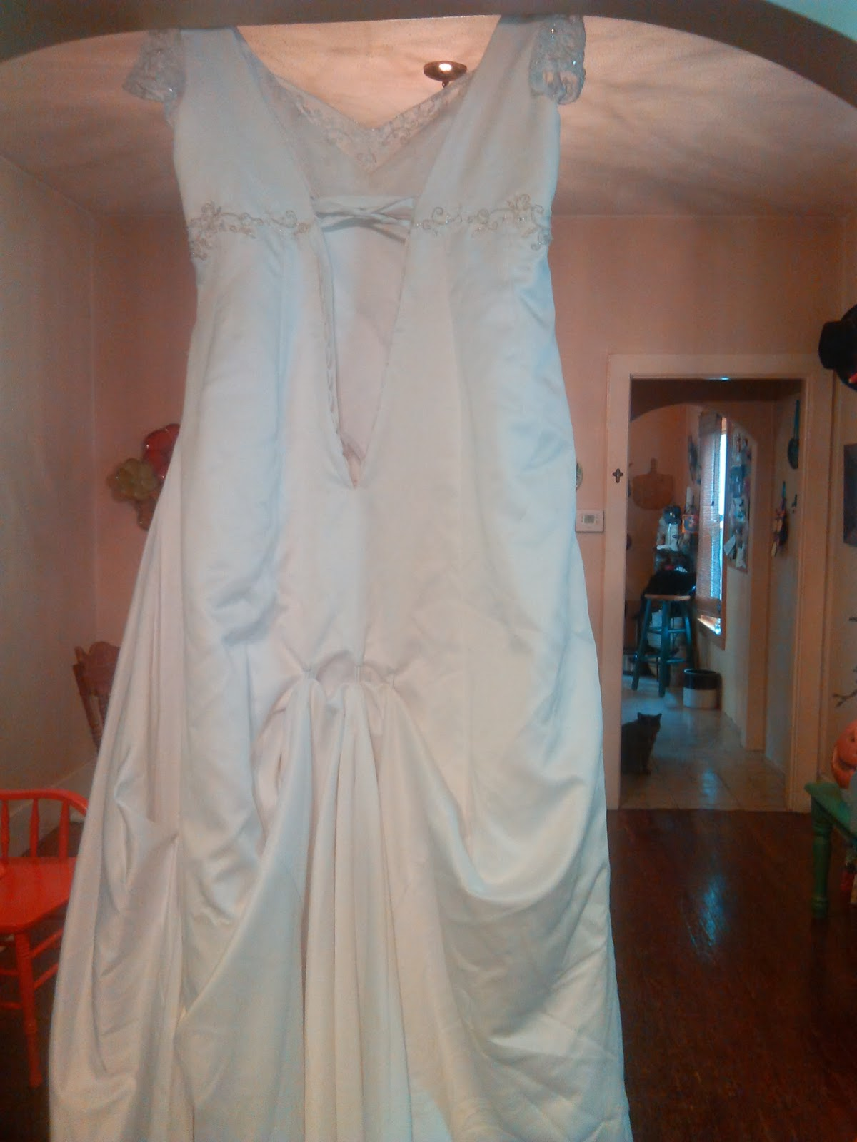 Mother daughter thrift stores bargains sales antique for Wedding dress thrift shop