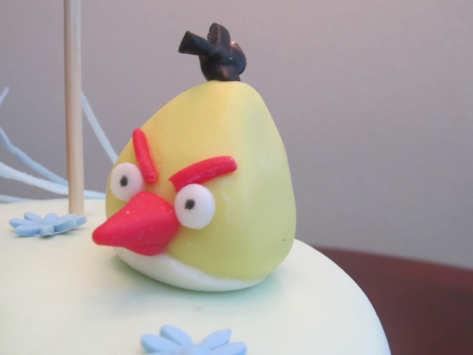 Jessicakes project angry birds cake and cake pops 041412 for Angry birds cake decoration
