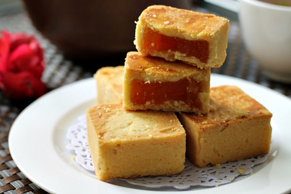 my bare cupboard: Taiwanese pineapple shortcakes ( pastry )