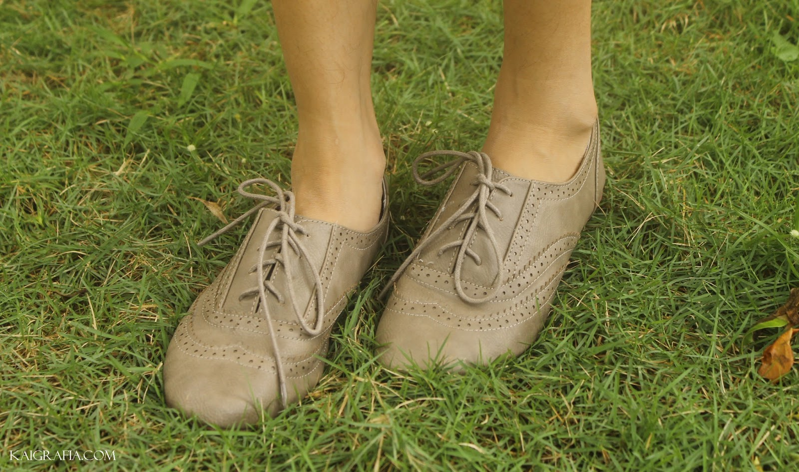 khaki lace up oxfords for women